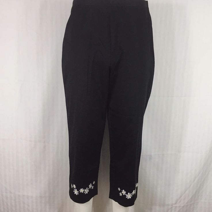 Sag Harbor Capris Size 10 P Black with White and Yellow Daisies Around the Hem #SagHarbor #CaprisCropped