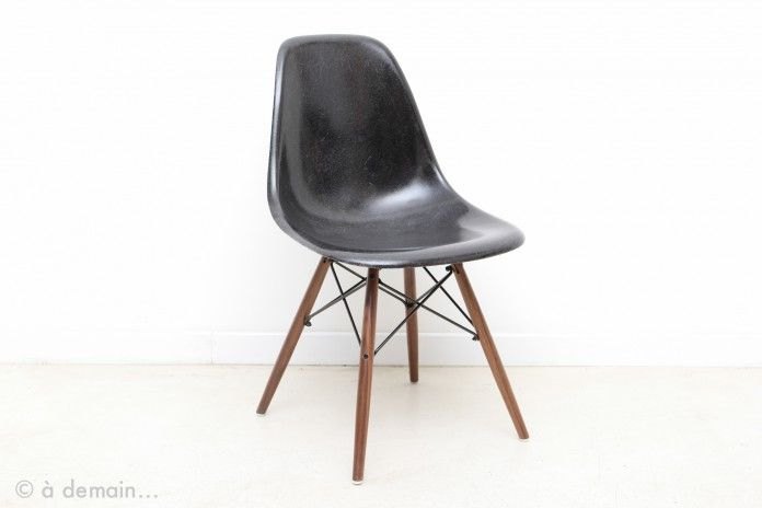 chaise eames noir trendy charles eames chair la chaise eames replica for children from designer. Black Bedroom Furniture Sets. Home Design Ideas