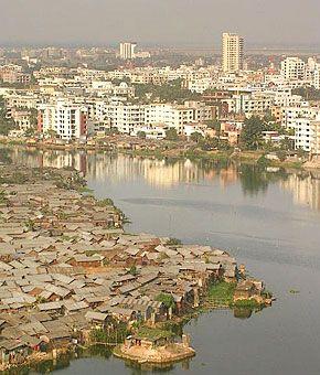 Παλάτια και παράγκες: Ένας πλανήτης… άνισος Μπαγκλαντές
