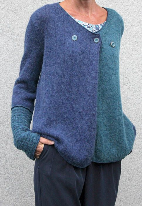 I love the 2 tone and detailing on this cardigan:)