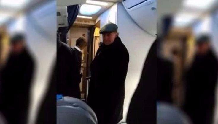 VIDEO: Oscar Parrilli la pasó muy mal en un avión, fue escrachado por una mujer: El ex titular de la AFI durante la presidencia de Cristina…