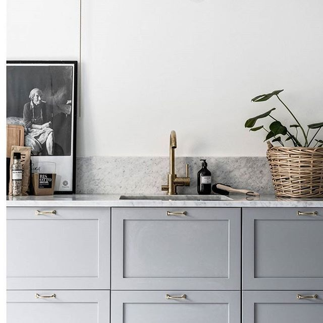 A Nordic monochromatic kitchen dream, via @nordic_design. Designer unknown.
