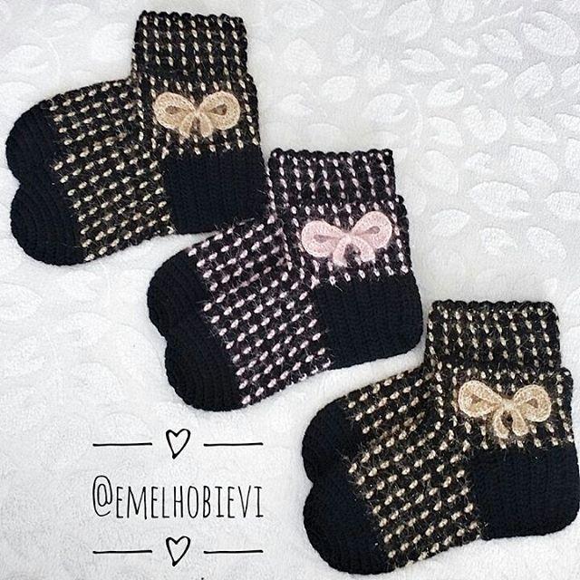E gelsin o zaman bir #tbt 😃😃😃 . #patik #slippers #womenslippers #pinetki #evayakkabisi #evbabeti #babetpatik #knitting #crochetslippers #handmade #pembe #pembeseverler #evimguzelevim #englishhome #madamecoco #a101 #bim #sivas #ikea #ceyizhazirligi #gelinlik #amugurimi #nako #orgu #örgü #blanket #instacrochet #popcornstitch  #pinterest