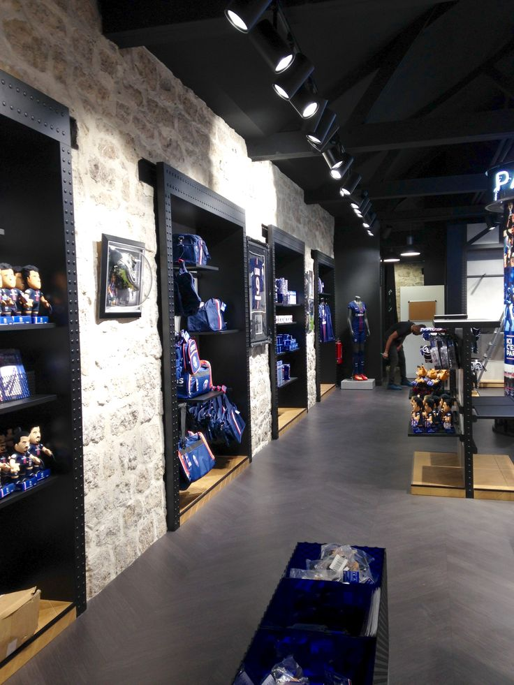 Come and visit the new Paris Saint-Germain store at Bercy Village !