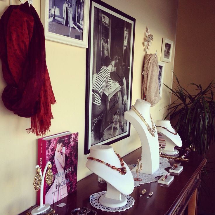 Fashion JEWELS in a vintage inspired store