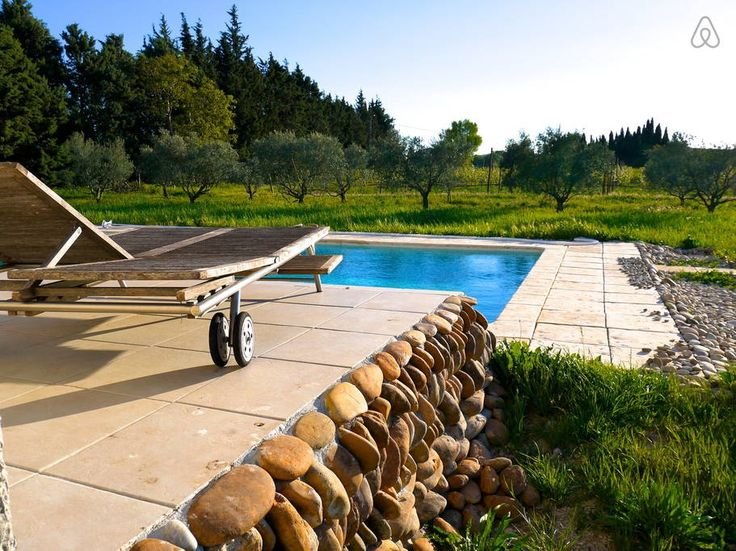 Hus i Mallemort, Frankrig. Charming family home for holidays in Provence. We will be happy to accomodate you in this beautiful region and let you discover the Provence at different times of the year.    Calm and without direct neighbour, but nevertheless they are close enou...
