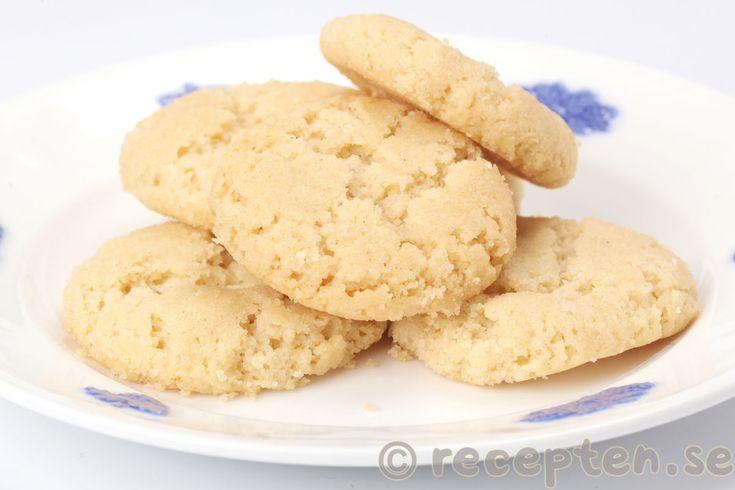 Drömmar - Recept på Drömmar. Goda och enkla spröda små kakor som smälter i munnen. Klassiska småkakor.
