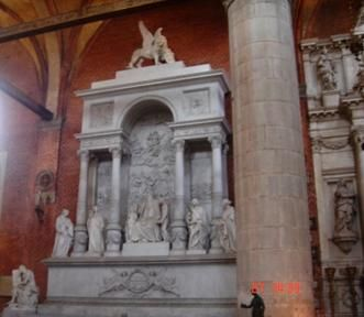 Santa Maria Gloriosa dei Frari Monumento funebre a Tiziano