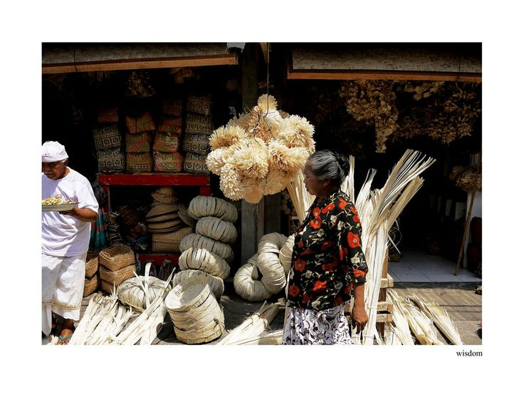 A shop selling traditionally handmade goods, mostly to be used as accessories for religious ceremonies.