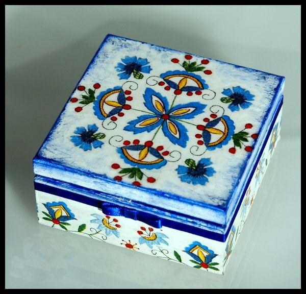 H_Kaszubskie pudełko z obręczami w Hajo Bustani na DaWanda.com