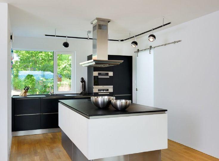 Küche Einrichten Modern Mit Kücheninsel Und Abzugshaube   Einrichtungsideen  Haus Wiesenhütter Baufritz Fertighaus   HausbauDirekt.