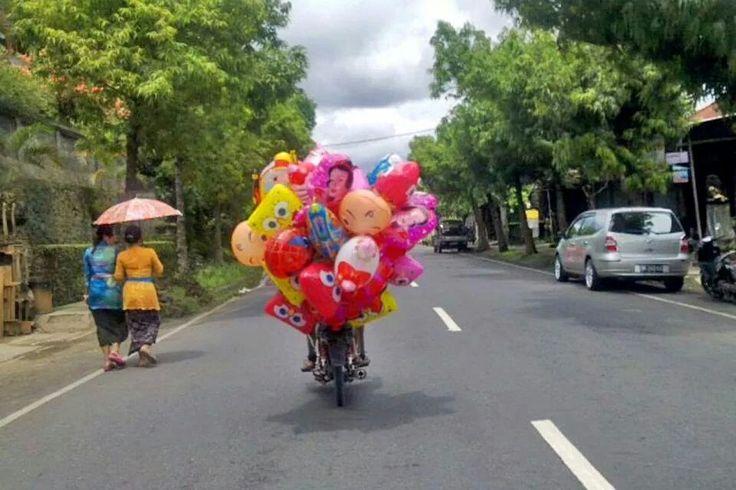 Baloon man. Bali.