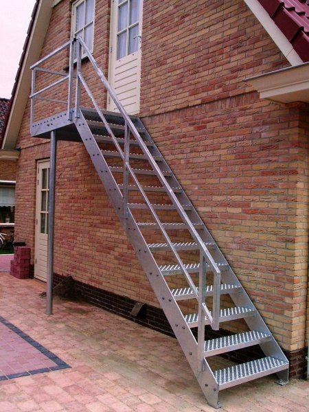 25 beste idee n over buitentrap op pinterest trap ontwerp trappen en trappenhuis ontwerp - Railing trap ontwerp ...