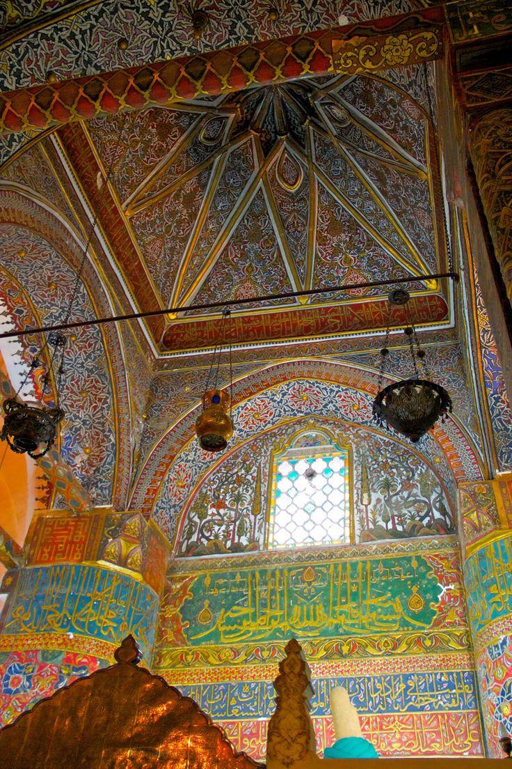 Inside the Mevlana Museum in Konya, In 2010 hebben we onze 2e rondreis in Turkije gemaakt met einddoel het prachtige Cappadocia.