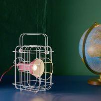 Une lampe de la collection Ikea PS17
