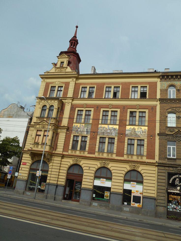 Dům na Klatovské třídě v Plzni je významný  obrazy  Mikoláše Alše. Jsou zde  zachyceny významné historické události  naší země.
