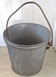 Ancienne chaudière en gros fer galvanisé