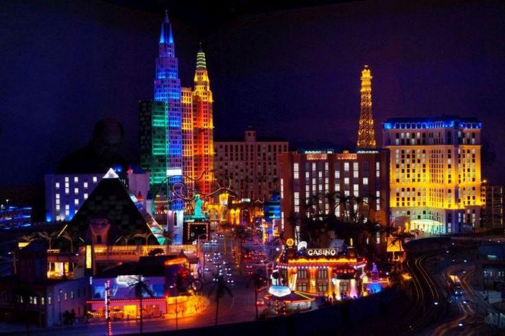 Im Miniatur Wunderland fährt die Lok auch mal durch Vegas (c)busyinpink.de