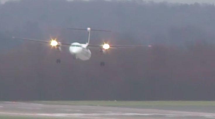 Spectaculaire landing op vliegveld in Duitsland, tijdens de zware storm van donderdag