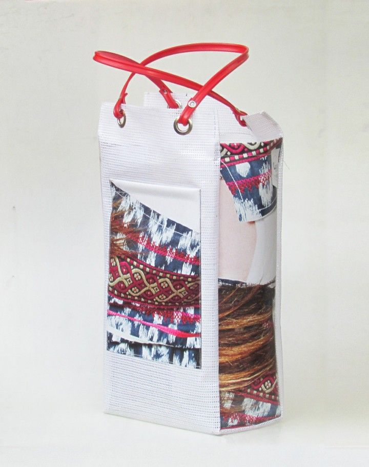 Bolsa de compras modelo Chismosa alta. ideal para llevar botellas, termo y mate y cuadernos universitarios. Medida: 21x40 cm