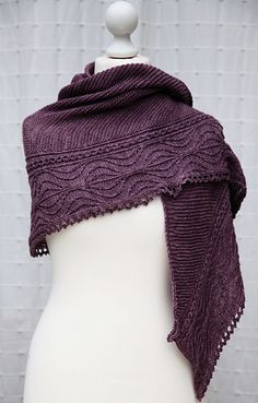 free pattern for shawl ~ Ascalon by Christelle Nihoul (in English and in French!) | More free shawl knitting patterns at http://intheloopknitting.com/free-shawl-wrap-knitting-pattterns/