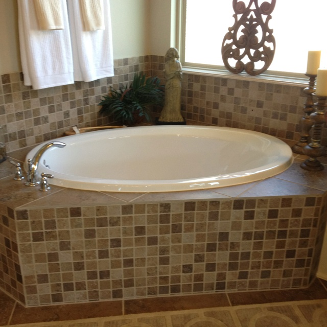 Farmhouse Bedroom Tile Around Tub | Bathroom | Mobile Home Makeovers, Tile