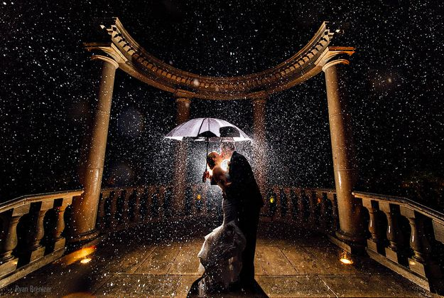 These two who took cover: | 24 Couples Who Absolutely Nailed Their Rainy Day Wedding