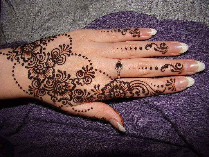 Very simple floral henna design