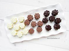 Ooit al wel eens bonbons willen maken, maar geen idee hoe en wat? Kijk gauw en maak met dit recept 3 overheerlijke bonbons met lekkere vullingen!