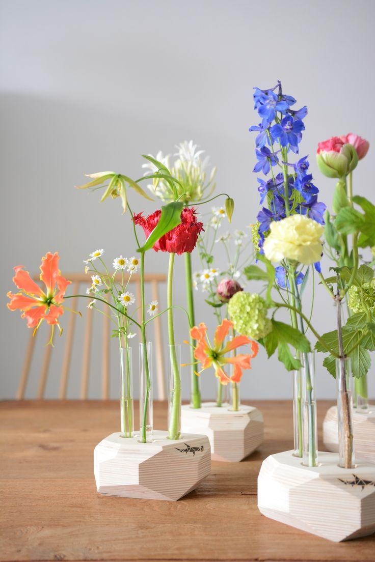 Bloemenzee van reageerbuisvaasjes Sea of flowers The