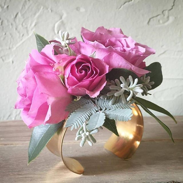 Beautiful alternative to the traditional wrist corsage. Floral cuff designed by Mississippi Chapel Designer @maidenhairfloral