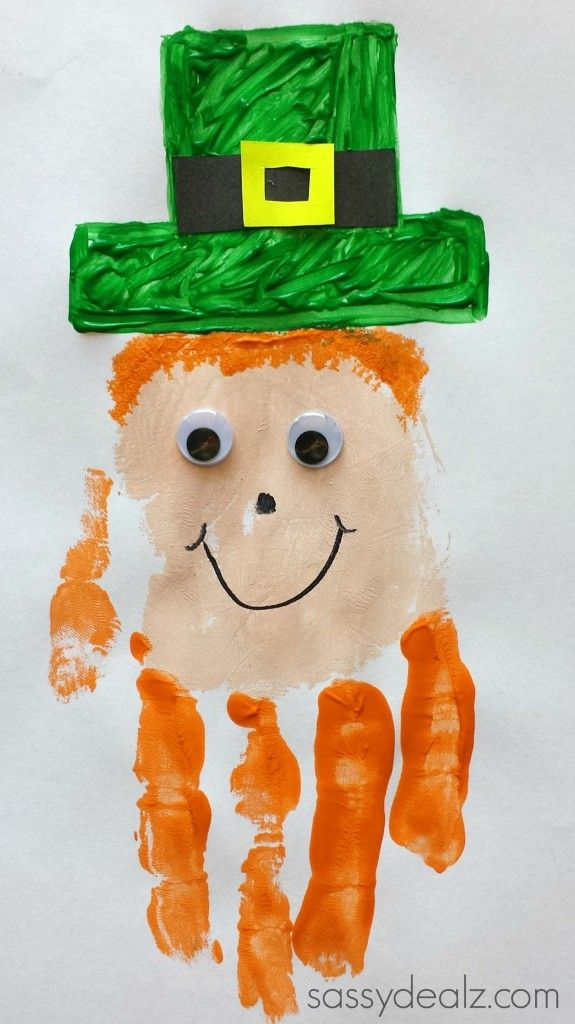 How to make a leprechaun handprint craft. This is a fun art project for St. Patricks day! It is fun to get messy with paint. An easy DIY art project.