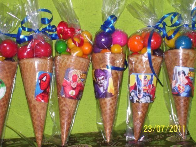 Conos con dulces, para niños.