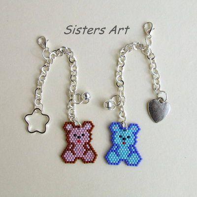 """Ciondoli """"Orsetto Baby"""" realizzati con perline delica, by Sisters Art, in vendita su http://www.misshobby.com/it/negozi/sisters-art"""