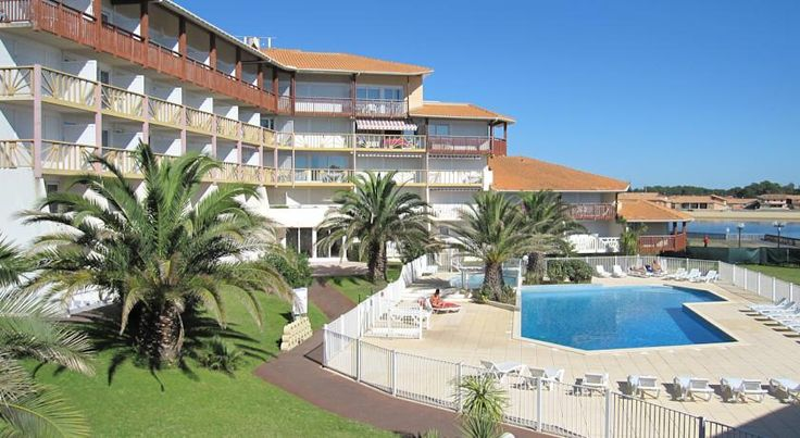 Résidence Mer & Golf Le Boucanier Port d'Albret Vieux-Boucau-les-Bains Mer&Golf Le Boucanier Port d'Albret is a residence neighbouring the forest. It is located between the lake and the ocean, 300 metres from the ocean beach and 100 metres from the lake beach, local shops and restaurants.