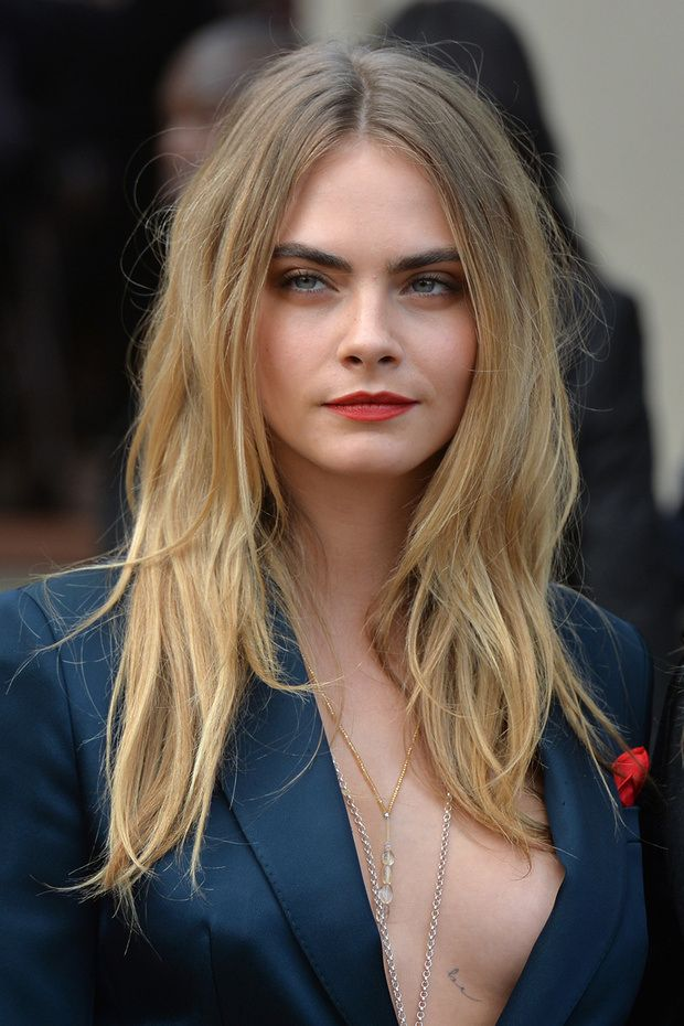 cara delevingne lands her first starring role in 'paper towns'