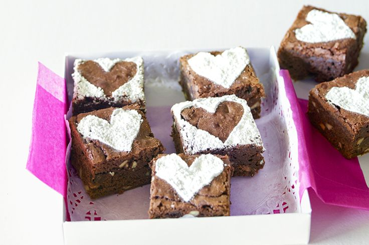 Be+creative+and+turn+a+Toblerone+bar+into+a+decadent+and+pretty+dessert.