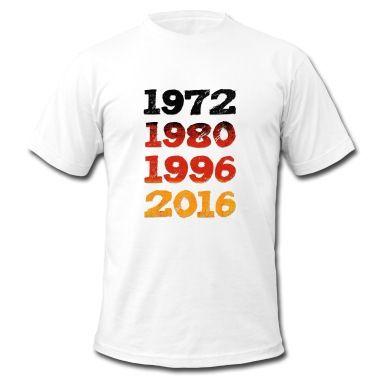 1972 1980 1996 2016 Design als Deutschland Fahne. Fußball Klamotten zur EM 2016 cool für alle German Fußballfans. Wir werden Europameister in Frankreich! Ideal fürs Public Viewing