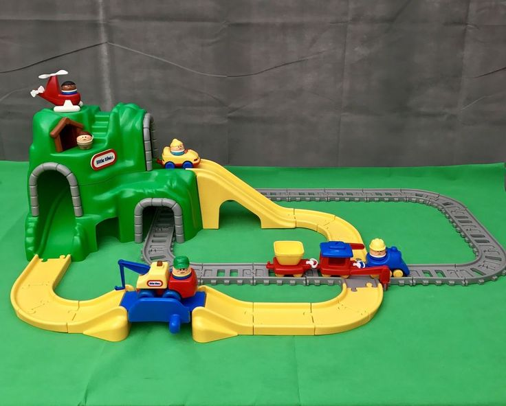Little Tikes Mountain Train & Rail Road Car Set Tow Truck Helicopter Tunnels