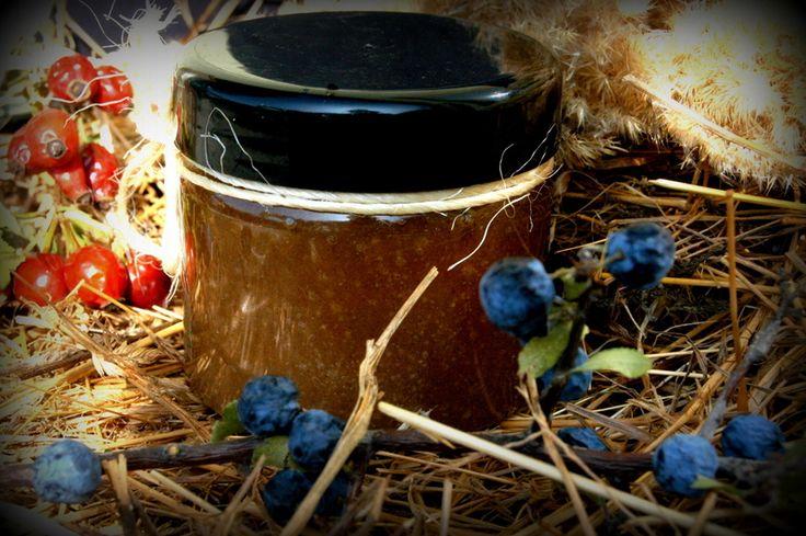 Walnut Body Scrub Anti-Cellulite / Juglans Body Scrub / Herbal ingredients: walnut leaf, walnut  Oils: sunflower, almond, jojoba, essential oils Other: sea-healing salts, cane sugar, vitamin e / 100% natural organic product / Giselle et Vous.