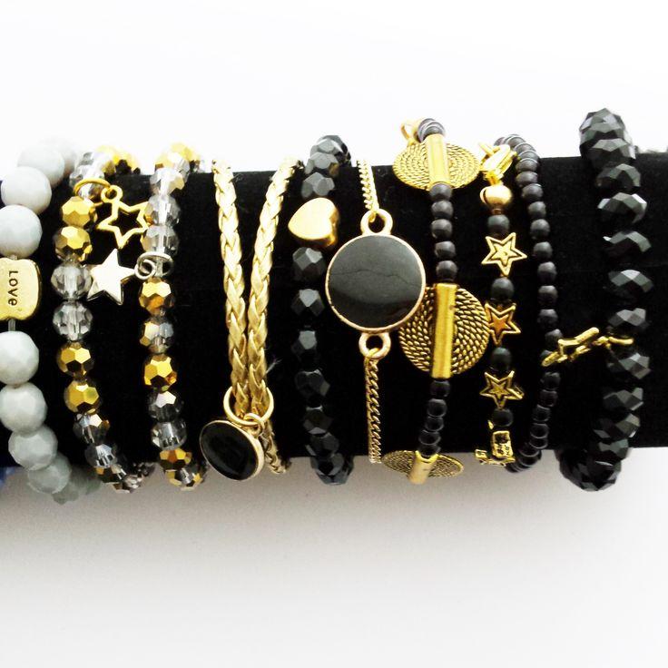 Combineer meerdere van onze armbandjes voor een feestelijke decembermaand.