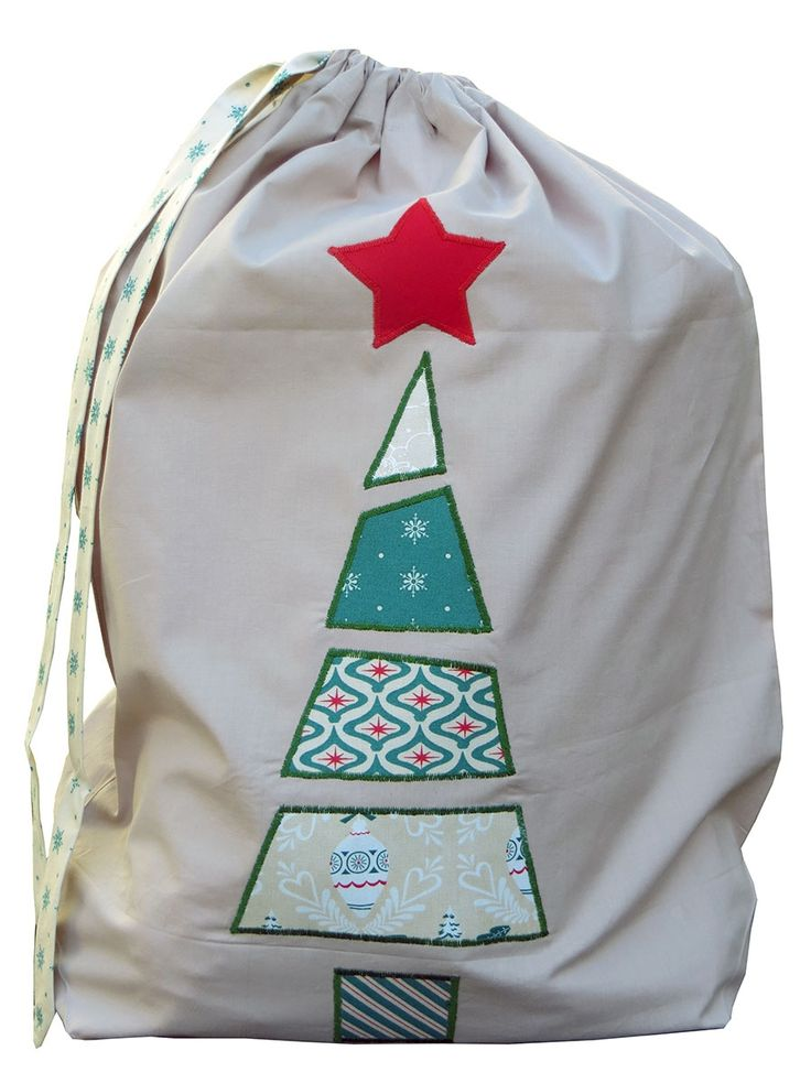 For all the goodies from Santa :) Patchwork Christmas Santa sack in green | hardtofind. Christmas in #htfstyle