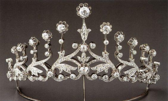 a diamond floral tiara, featuring thirteen flower heads linked by foliate scrolls