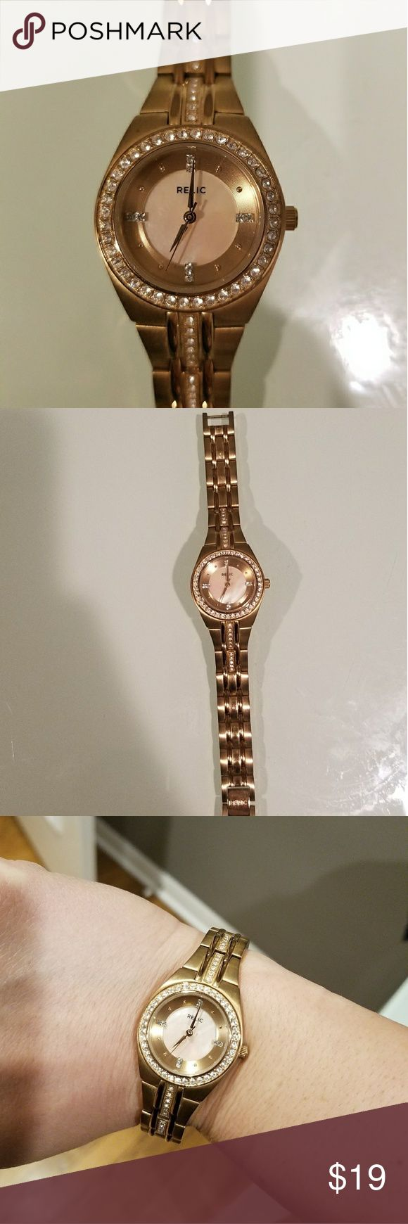 Relic Women's Crystal Watch, rose gold Add dazzling sparkle to any ensemble with this women's Relic watch.Features Water resistance: 30 meters Case & Display Crystal-accented, rose gold-tone dial Rose gold-tone hands, markers & Roman numerals Face cover: mineral crystal Case: rose gold-tone metal Caseback: stainless steel Relic Accessories Watches