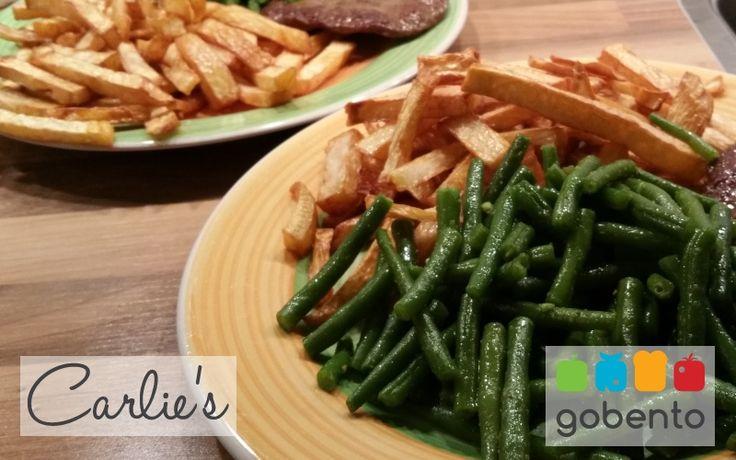 Koolhydraatarme frietjes van diverse groenten passend in een koolhydraatarm dieet. Onderdeel van de weekmenu's van gobento.nl