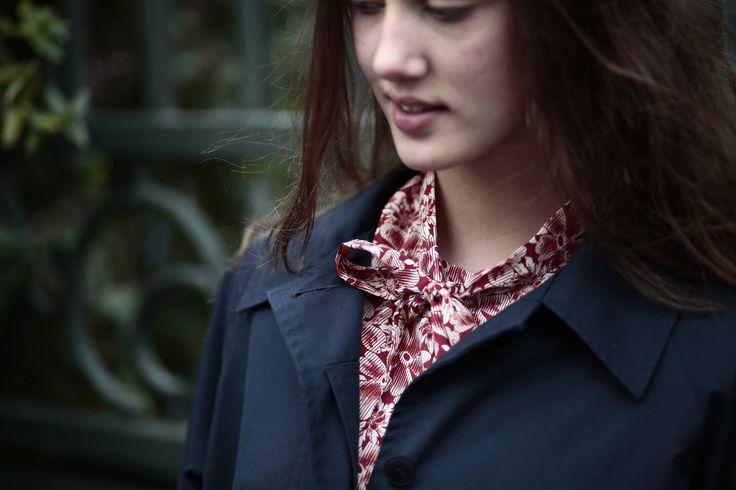 Manteau femmes Trench coat style British Vintage classique bleu marine imperméable / Coupe vents doublure écossais Taille 42/46 Size 12/14 de la boutique ColineDalleworkshop sur Etsy