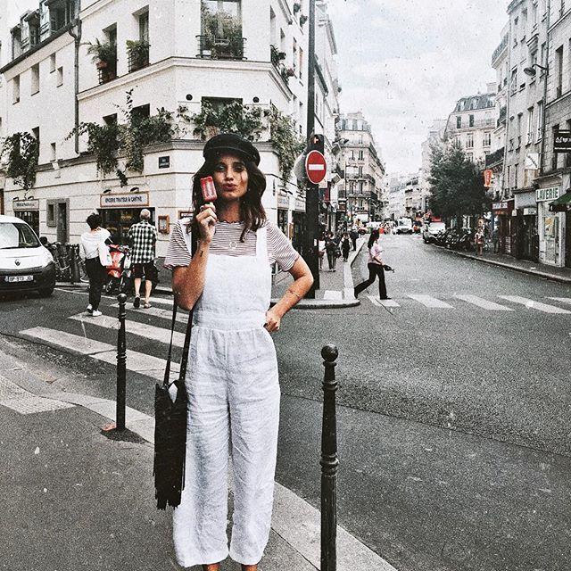 ᵞᴼᵁ ᴬᴿᴱ ᴱᴺᴼᵁᴳᴴ, ᴬ ᵀᴴᴼᵁˢᴬᴺᴰ ᵀᴵᴹᴱˢ ᴱᴺᴼᵁᴳᴴ. . Mono blanco @posse Camiseta @zara Bolso @zadigetvoltaire Boina vintage