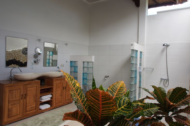 more of the indoor outdoor ensuite perfect for the tropical weather