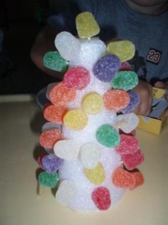 Albero di Natale con caramelle gommose