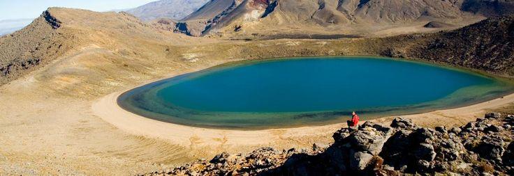 トンガリロ国立公園のテ・ワイ・ファカアテア・オ・ランギヒロア(ブルー・レイク)